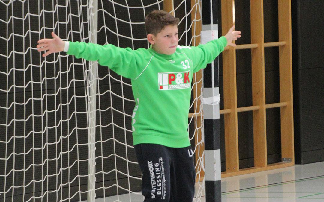 P&K sponsert Trikots für die D-Jugend des EK Winnenden